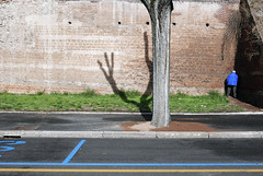 Nel blu dipinto di blu (Guido Caltabiano www.guidocaltabiano.com) Tags: street blue rome roma blu streetphotography pipi peeing
