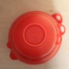 Red Cups #2 (honiigsonne) Tags: red rot cup indoor bowl dishes schssel tableware schrfentiefe geschirr plastik kunststoff schsseln einfarbig minimalistisch minimalismus