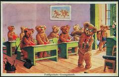 "Archiv EE034 ""Teddyschule: Gesangstunde"", 1930er (Hans-Michael Tappen) Tags: design 1930s text surreal whiteboard pult klassenzimmer tasche geige druck gestaltung illustation schirm gesang 1930er archivhansmichaeltappen phantasiekarte"
