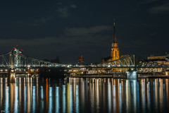 Frankfurt am Main (Petra Wendt) Tags: longexposure bridge night zeiss reflections river df nacht frankfurt lonelyplanet brcke fluss frankfurtammain langzeitbelichtung longtimeexposure reflektionen eisernersteg planart1450 nikondf