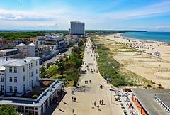 Blick vom Leuchtturm (1) (menzelhd) Tags: strand deutschland hotel sand warnemnde ostsee rostock leuchtturm kste mecklenburgvorpommern neptun