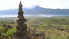 le cairn du Mont Batur  - 05 (Franois le jardinier de Marandon) Tags: bali cairn landart batur rockbalance indonsie franoisarnal