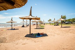 Playa grande (LeoNardo 316) Tags: argentina playa sombrilla paja entrerios federacion playagrande