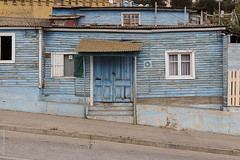 Cartagena (Alvaro Lovazzano) Tags: cartagena chile fachada puerta ventana canon cile cili porta door facade facciata t5i azul blu blue calle inclinada