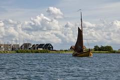 El hermoso viaje (xirmi) Tags: wood netherlands clouds peninsula boar marken waterland woodboat markermeer northholland