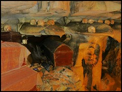 Sulawesi - Londa (abudulla.saheem) Tags: friedhof cemetery indonesia lumix panasonic sulawesi indonesien londa tanatoraja rantepao hhlengrber tanahtoraja torajaland abudullasaheem cavetombs dmctz31