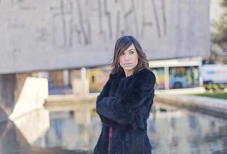 street style hakei burgundy dress boots black fur coat 04