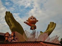 hail the great Monkey King! (SM Tham) Tags: roof decorations sky palms temple display lotus buddha buddhist cartoon buddhism chinesenewyear malaysia lanterns novel monkeys selangor monkeyking sunwukong journeytothewest jenjarom foguangshandongzen