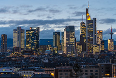 Frankfurt skyline lights (frescographic) Tags: city sunset sun skyline clouds skyscraper dawn lights sonnenuntergang sundown frankfurt wolken citylights dämmerung mainhatten commerzbank maintower nikon1