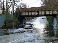 King St Bridge is Flooded Again (2) (dddoc1965) Tags: park street bridge cars water scotland king flooded splashing ferguslie dddoc davidcameronpaisleyphotographer