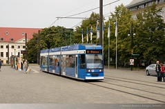RSAG 688 in Rostock, Neuer Markt DDA_8031 (foto_DM) Tags: tram rostock strassenbahn neuermarkt triebwagen motorwagen rsag 6ngt gelenkwagen rostockerstrasenbahnag