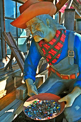 Grizzled prospector at Sevierville, Tennessee (bluenosersullivan) Tags: statue tennessee can panning sevierville davesullivan grizzledprospector