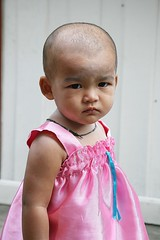 toddler with pink dress and shaved head (the foreign photographer - ) Tags: pink portraits canon thailand toddler kiss dress head bangkok shaved khlong bangkhen thanon 400d