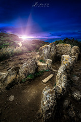 Sepulcro ancestral (PhotoDyaz) Tags: mountain megalithic monument rock stone backlight landscape twilight spain nikon monumento tomb paisaje wa historical montaa roca bronzeage haida dolmen navarra crepsculo piedra 1635 histrico sepulcro gnd megaltico edaddebronce badpter josflixgarcadaz photodyaz