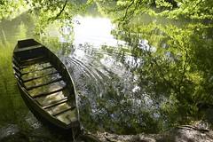 La barque et son onde (Michel Seguret thanks you all for + 8.1 M views) Tags: france verde green rio river boat riviere lot dordogne vert grn bateau barque quercy meyronne