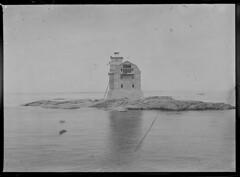 Porkkala; majakka merelt n. 200 m pst sumumerkkiaseman puoleisesta pdyst kuvattuna (KansallisarkistoKA) Tags: lighthouse 1922 beacon majakka porkkala