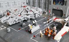 LEGO Star Wars Rebel Hangar - Transporter and GNK Droid (tastenmann77) Tags: starwars lego hangar