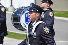 112 National Police Parade - NYPD Police Band (rivarix) Tags: cops bagpipes lawenforcement policeman pipers bassdrum policeofficer drummajor bassdrummer nationalpoliceparade aquidneckislandrhodeisland newyorkcitypolicedepartmentpipesanddrums nypdpipeband