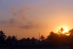 Crepsculo em Itanham (Bruna.Sousa) Tags: sun sol praia beach twilight crepsculo