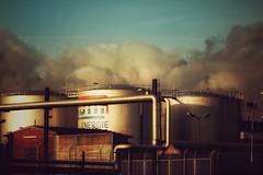 Industrie... (hobbit68) Tags: old sunset sky clouds canon outdoor alt frankfurt main himmel wolken hafen sonne industrie gebäude sonnenschein dächer