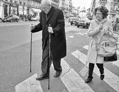 DSCF9113 copie (sergedignazio) Tags: street paris france photography fuji photographie femme rue marche homme btons x100s