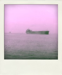Avant le passage du Bosphore (andrefromont/fernandomort) Tags: boat istanbul turquie bateau turquey fakepolaroid poladroid fernandomort andrfromont andrefromontfernandomort