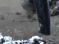 tall knee rubber boots in mud puddle (heelrubberboots) Tags: de puddle la high play im mud boots rubber cm hoge muddy dans 43 bottes hautes flaque spelen boue jouent caoutchouc laarzen hohen modderige modderpoel rubberen gummistiefeln schlammigen 43