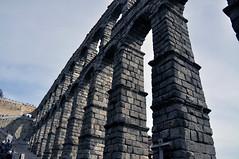 AQEDUCTE (dcalderer) Tags: arquitectura segovia acueducto antiguo piedra rumano