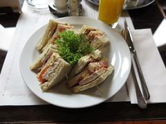 Club Sandwich im Caf Louvre (multipel_bleiben) Tags: essen sandwich salat gastronomie geflgel