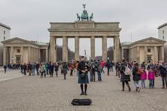 Brandenburger Tor Berlin (!eberhard) Tags: berlin germany deutschland brandenburgertor bagpiper dudelsackspieler
