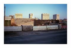 No man's land (Punkrocker*) Tags: street city france color film 35mm lens rangefinder olympus 400 vista suburbs xa agfa 93 zuiko couleur rf banlieue seinesaintdenis 3528 pierrefitte