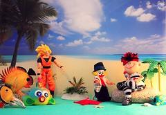 Sbirulino incontra Piripicchio (_Gi_) Tags: sea sun fish beach fun toys colours fantasy sbirulino
