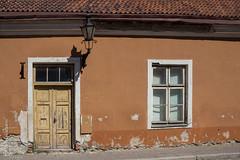 Tallin (alovazzano) Tags: door viaje house window canon ventana casa puerta europa europe tallinn estonia baltic tallin t3i baltico