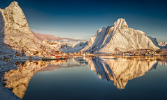 Reine Reflektion (hpd-fotografy) Tags: winter light mountain snow seascape cold reflection classic weather norway sunrise landscape north dramatic arctic fjord scandinavia lofoten reine goldenhour moskenesøya