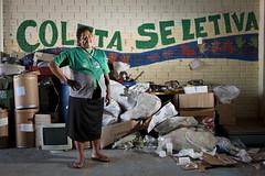 MDS_MC_130330_0017 (brasildagente) Tags: horizontal brasil retrato mulher lixo reciclagem riograndedosul sul mds coletaseletiva novohamburgo 2013 governofederal recicladores bolsafamilia minhacasaminhavida marcelocuria ministeriododesenvolvimentosocialecombateafome