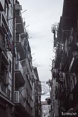 recoger para irse (Natalia Lozano) Tags: street luces calle clothes ligth bizkaia ropa euskadi bermeo