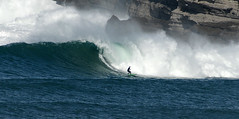 OSCAR GÓMEZ / 9561GNW (Rafael González de Riancho (Lunada) / Rafa Rianch) Tags: sea mer sports mar rocks surf waves surfing cliffs olas rocas cantabria deportes laisla océano acantilados santamarina