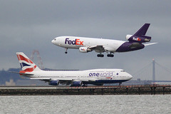 FedEx DC-10 Landing at SFO (photo101) Tags: airport sfo cargo delivery fedex overnight dc10 trijet n559fe fdx700