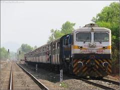 1500th HHP Locomotive - KYN WDP4D 40235 GAURAV (PrathzRailLover) Tags: trains varanasi gaurav dlw konkan indianrailways emd irfca konkanrailway 40235 dieseltrains wdp4d rajyaraniexpress nandgaonroad 1500thloco kalyanwdp4d dadarsawantwadi