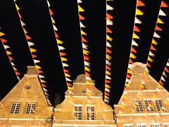 frohes Mnster (AnnAbulf) Tags: geburtstag nrw carnevale compleanno nordrheinwestfalen mnster karneval mnsterland fassade westfalen timpano facciata giebel fhnchen bandierine vestfalia renaniasettentrionalevestfalia