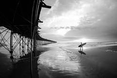 Down by the Sea, Blanco y Negro (Geraint Rowland Photography) Tags: ocean blackandwhite blancoynegro nature seaside surf waves surfer surfing candidphotography chiclayo oceanmagic surfinginperu northofperu peruvianlandscapes peruvianbeaches southamericansurf surfphotographybygeraintrowland pimentelbeach pieratpimentel