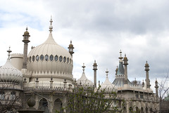 Royal Pavilion, Brighton, United Kingdom (Tiphaine Rolland) Tags: uk greatbritain sea england mer sussex seaside brighton unitedkingdom south palace roofs gb palais angleterre channel manche sud seasideresort royalpavilion toits 2016 balnaire indianstyle royaumeuni grandebretagne borddemer citbalnaire pavillonroyal styleindien