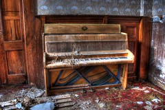 Malaise du pianiste (urban requiem) Tags: old urban abandoned germany lost deutschland hotel decay piano overlook exploration derelict allemagne hdr verlassen urbex abandonn verlaten 600d hoteloverlook
