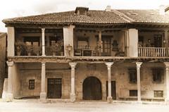 Pedraza (Txemari Roncero) Tags: old espaa sepia arquitectura nikon village pueblo vieja segovia antiguo arquitecture pedraza castillayleon txemari nikkor1685 nikond7000 txemarironcero