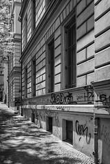 Bergmann-Kiez (Berlin-Knipser) Tags: street city blackandwhite bw berlin monochrome kreuzberg germany deutschland blackwhite citylife sw schwarzweiss schwarzweis artinbw panasoniclumixdmclx100