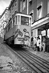 les vacances pour toujours (Jack_from_Paris) Tags: street leica people bw art portugal smile station angle noiretblanc lisboa tag wide rangefinder dessin m homer type monochrom capture mode bd sourire tramway lisbonne 240 lightroom terminus dng 10770 11879 nx2 tlmtrique leicasummicronm35mmf2asph l1003948bw