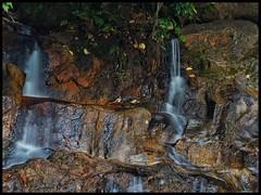 Air terjun yang malu akibat kemarau (thegunznroses1904) Tags: waterfall slowshutter kemarau pasirputih jerampasu travellight kelantanfa amateurtobepro azizasrarphoto
