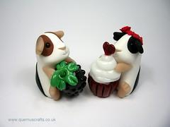 Little Guinea Pigs (QuernusCrafts) Tags: cute guineapig blackberry polymerclay cupcake phoenixglass quernuscrafts
