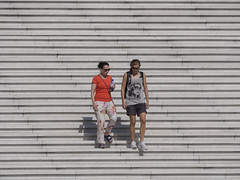 Escalinata del Gran Arco de La Dfense, Pars (Edgardo W. Olivera) Tags: people paris france stairs lumix europa europe gente panasonic francia ladfense gh3 escalinata ladefensa microfourthirds microcuatrotercios edgardoolivera