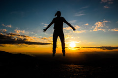 A Leveza (JoFigueira) Tags: sunset sky sun sol portugal silhouette clouds contrast jump shadows horizon cu prdosol contraste salto sombras serradaestrela horizonte silhueta nvens flutuar
